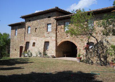 Pratiche catastali e riconfinazione di una proprietà immobiliare a Fabbrica di Peccioli (PI)